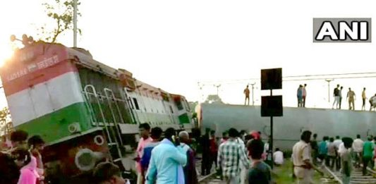 New Farakka Express derailed near Harchandpur railway station in UP's Raebareli.